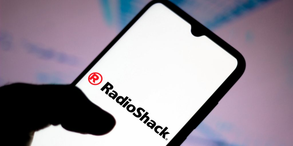 Left for dead, twice, RadioShack gets another shot online